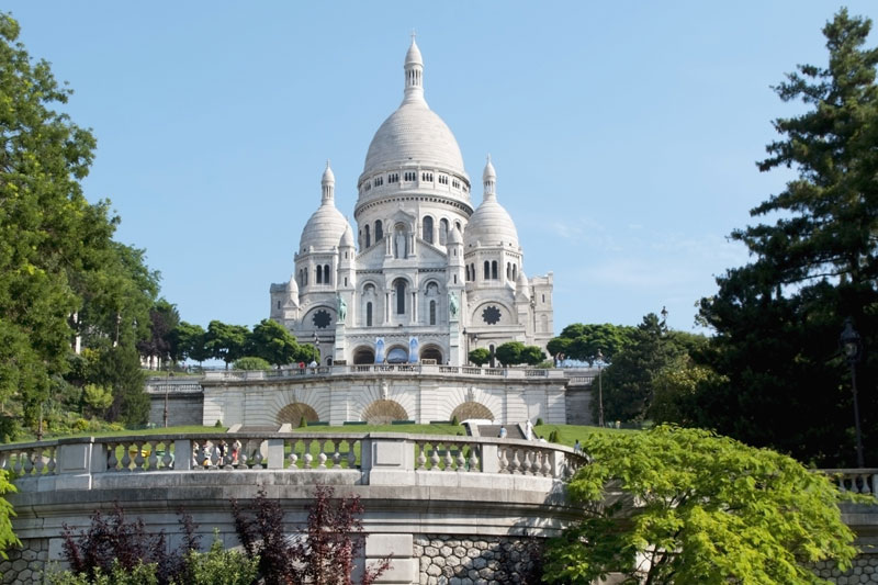 Die Basilika Sacré-Coeur in Paris (c) picture-alliance_Axiom-Photographic_Charles-Bowman