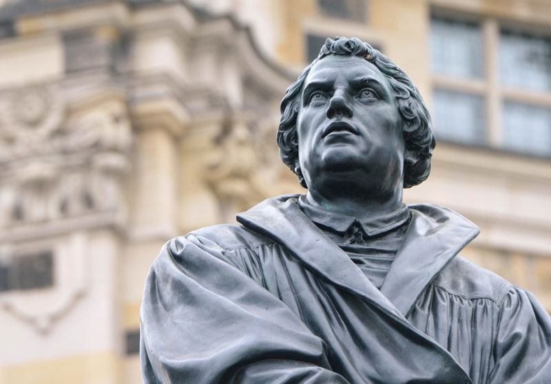 Martin Luther-Denkmal vor der Frauenkirche in Dresden (c) picture alliance_Winfried Rothermel